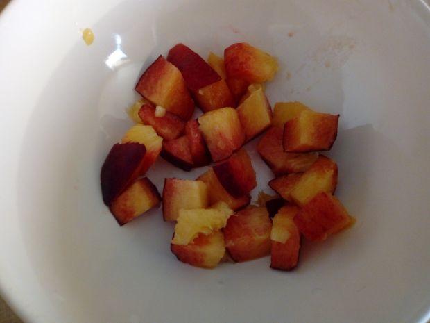 Sałatka owocowa z sosem porzeczkowym