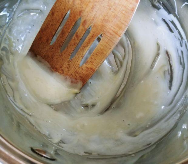 Sałatka owocowa z sosem z białej czekolady
