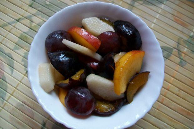 Sałatka owocowa ze śliwkami
