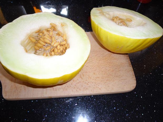 Sałatka owocowy kurczak w melonie