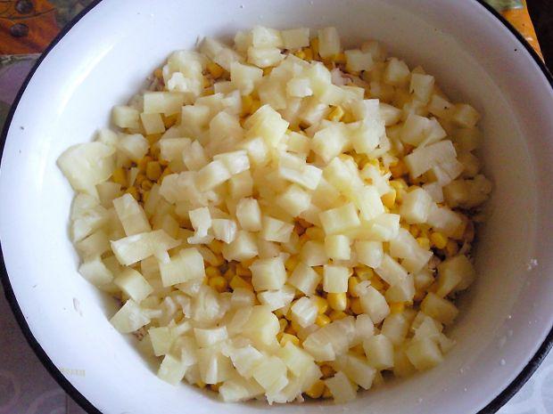 Sałatka podwójnie drobiowa z ananasem