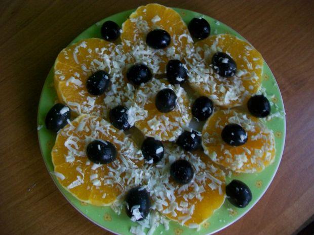 Sałatka pomarańczowa z oliwkami