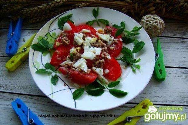 Sałatka pomidorowa z tuńczykiem