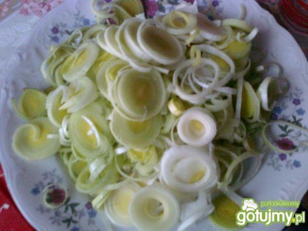 Sałatka porowa z groszkiem i majonezem