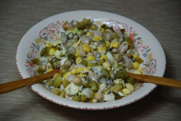 Sałatka puszkowa z majonezem