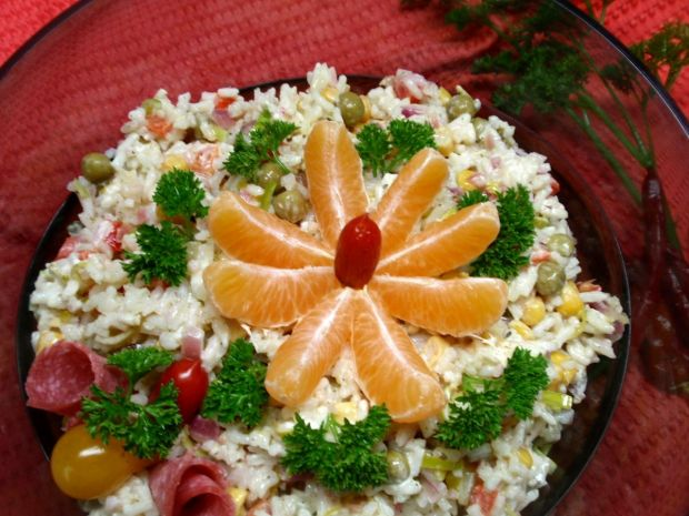 Sałatka ryżowa z dodatkami