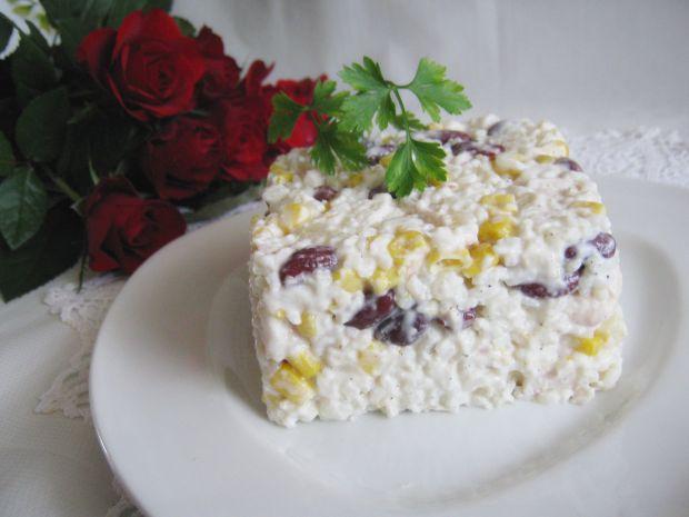 Sałatka ryżowa z fasolą