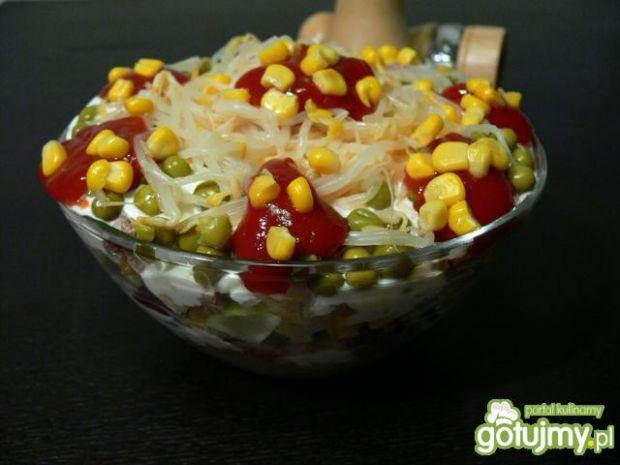 Sałatka ryżowa z gotowaną wołowiną