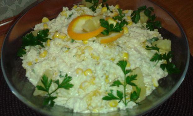 Sałatka ryżowa z kurczakiem i owocami