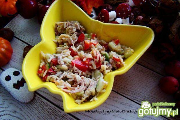 Sałatka ryżowa z kurczakiem i papryką