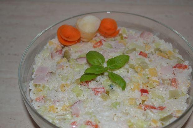 Sałatka ryżowa z papryką