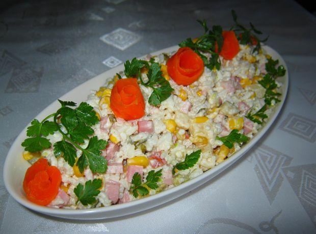 Sałatka ryżowa z serem i szynką