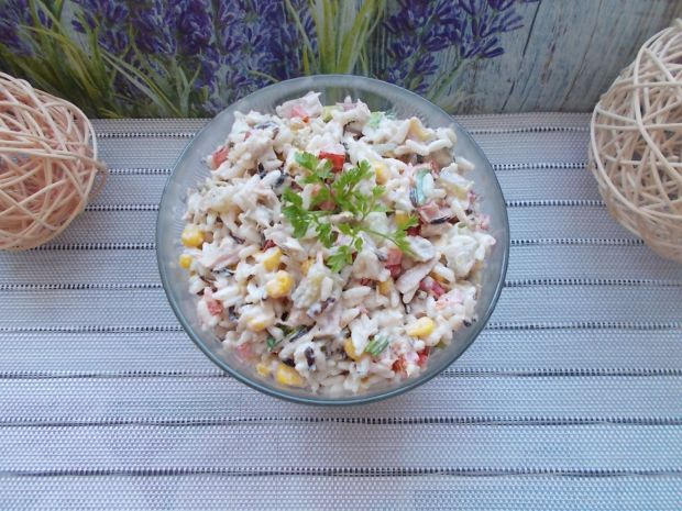 Sałatka ryżowa z tuńczykiem i warzywami