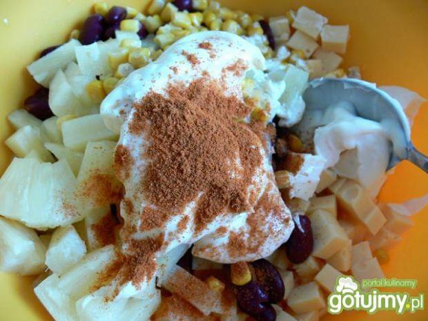 Sałatka serowa z ananasem3