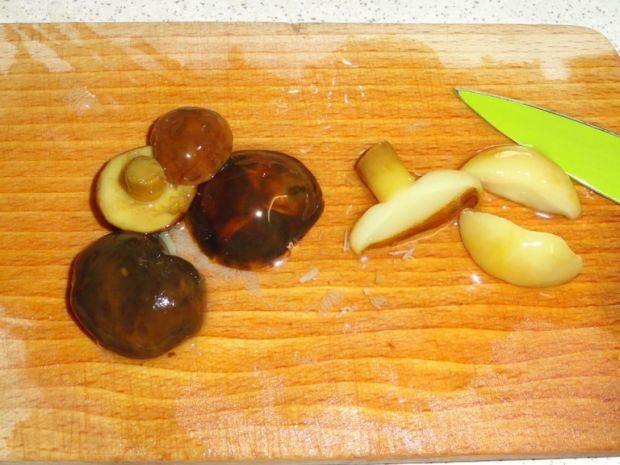 Sałatka śledziowa z grzybkami marynowanymi