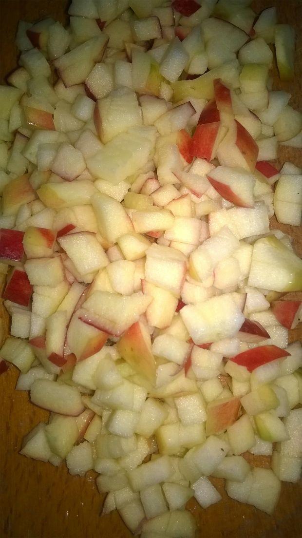 Sałatka śledziowa z jabłkiem, groszkiem konserwow.