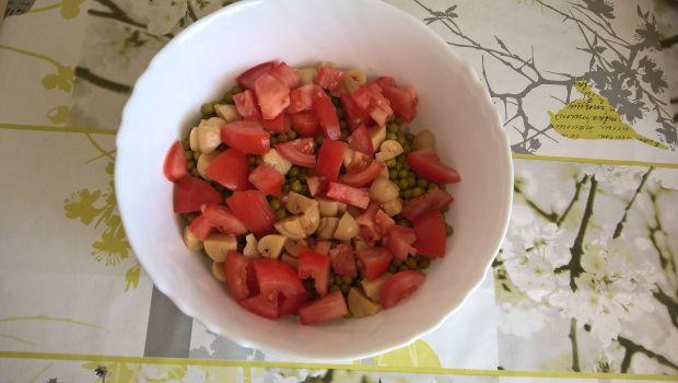 Sałatka śledziowa z pomidorami i koperkiem