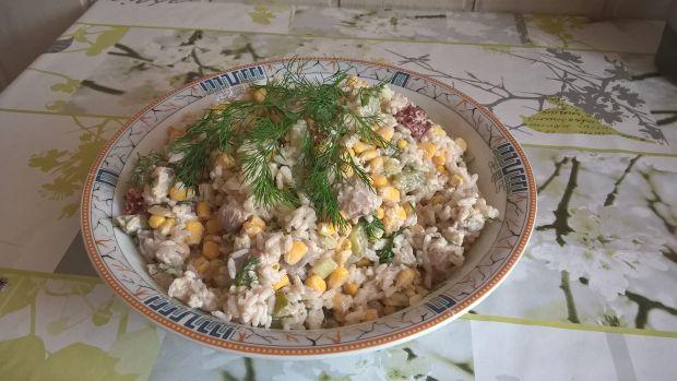 Sałatka śledziowa z ryżem i koperkiem
