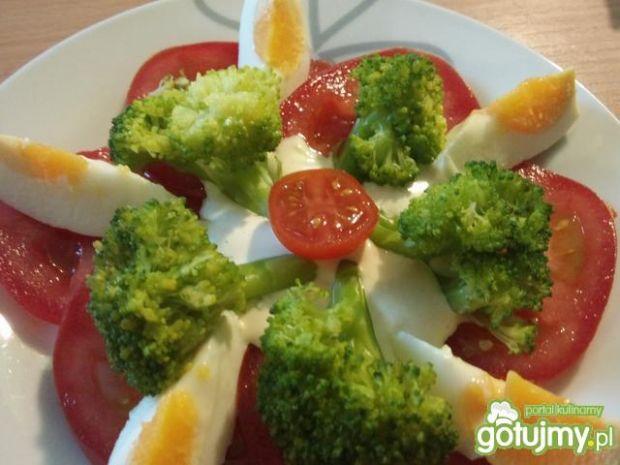Sałatka śniadaniowa z brokułem
