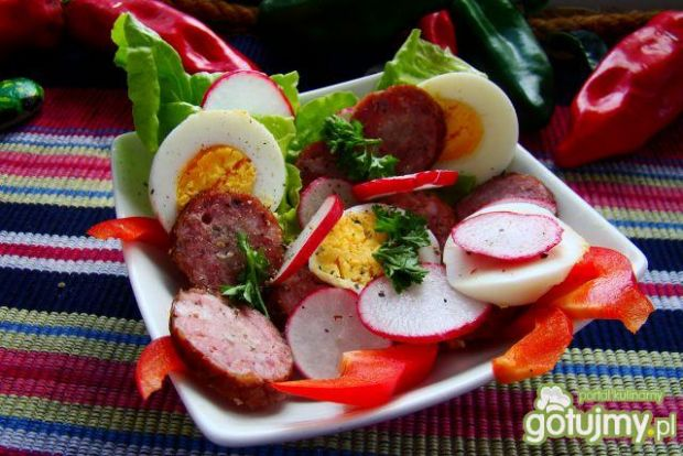 Sałatka śniadaniowa z jajkiem