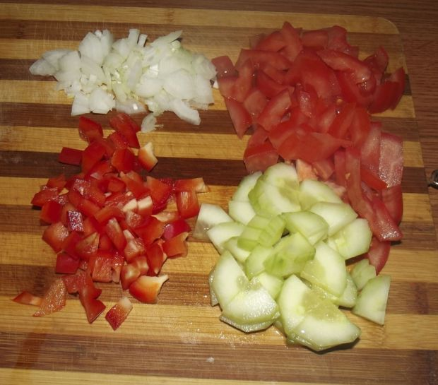 Sałatka tuńczykowa z pomidorem
