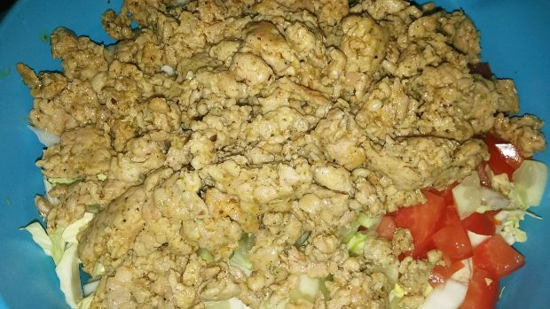Sałatka typu gyros z mięsem mielonym