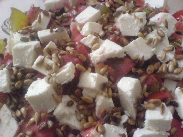 Sałatka w sosie truskawkowym