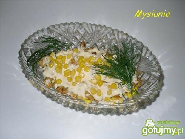 Sałatka warstwowa z ryżem i kukurydzą