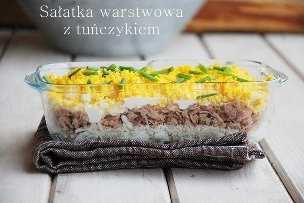 Sałatka warstwowa z tuńczykiem