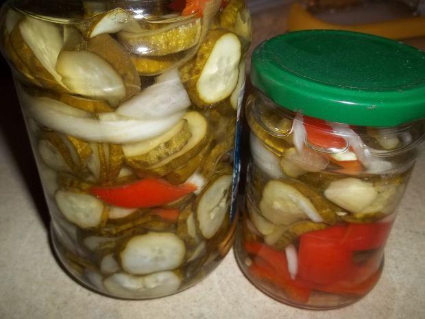 Sałatka warzywna w słoikach