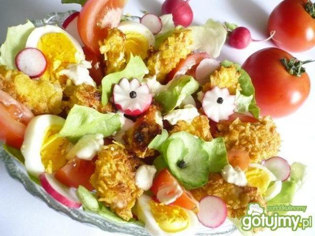 Sałatka warzywna z chrupiącymi kąskami