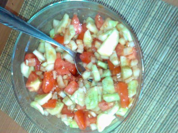 Sałatka warzywna z ketchupem