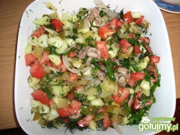 Sałatka warzywna z marynowanymi grzybkam