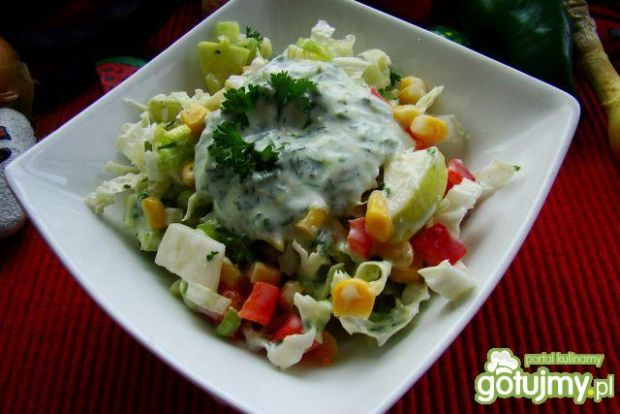 Sałatka warzywna z sosem pietruszkowym