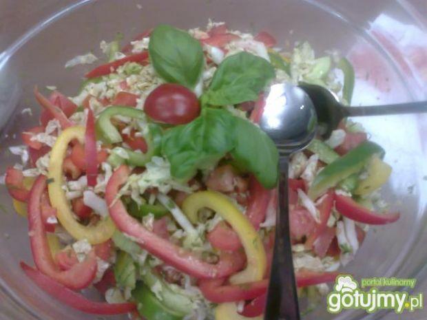 Sałatka warzywna z sosem wiosennym
