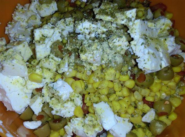 Sałatka wiejska z białym serem i winegretem