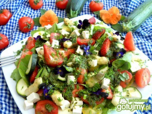 Sałatka wiosna z tofu i  sosem miętowo b