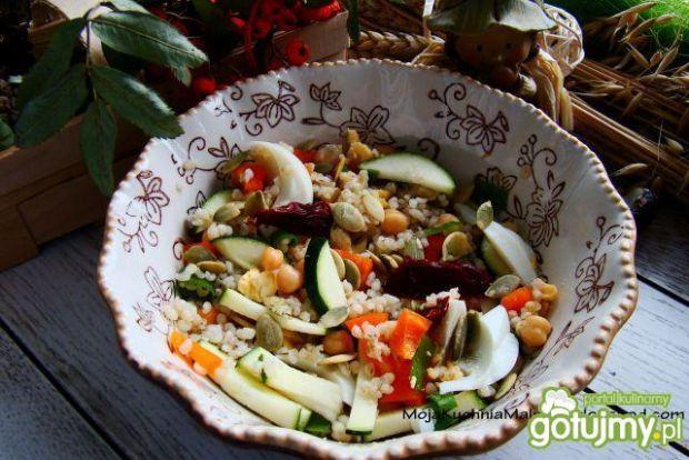 Sałatka witaminowa z kaszą jaglaną