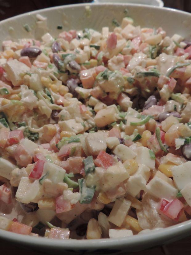 Przepis Salatka Z Ananasem I Czerwona Fasolka Przepis Gotujmy Pl