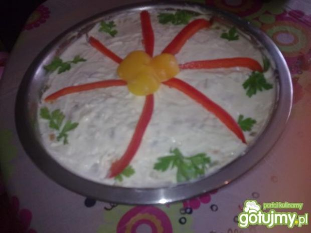 Sałatka z ananasem i rodzynkami