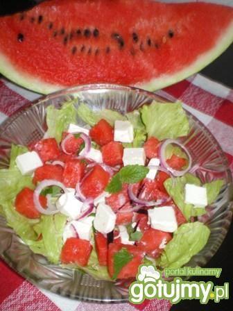 Sałatka z arbuza, fety i sałaty