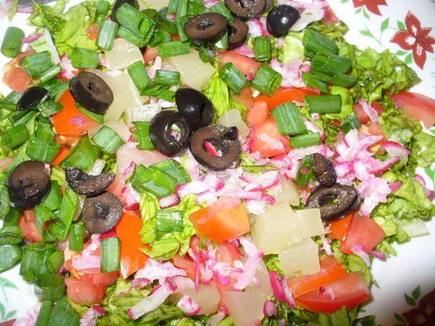 Sałatka z arbuzem,ananasem i oliwkami