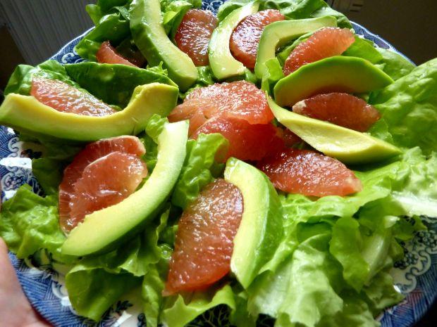 Sałatka z awokado i grejpfrutem