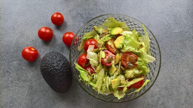 Sałatka z awokado i pomidorków koktajlowych