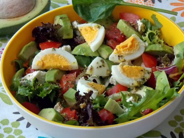 Salatka Z Awokado Jajkiem I Wedzonym Twarogiem