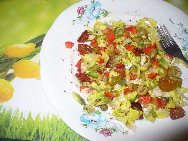 Sałatka z awokado,papryki,pomodorków suszonych