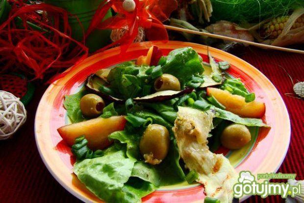 Sałatka z bakłażana i śliwki