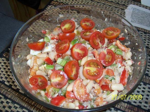 Salatka z bialej fasoli.