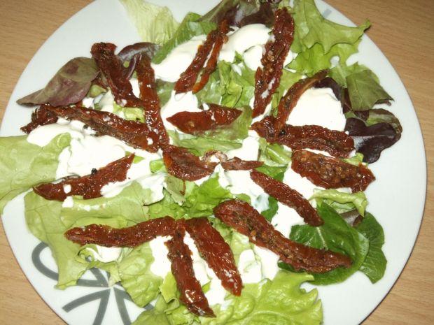 Sałatka z bobem i suszonymi pomidorami