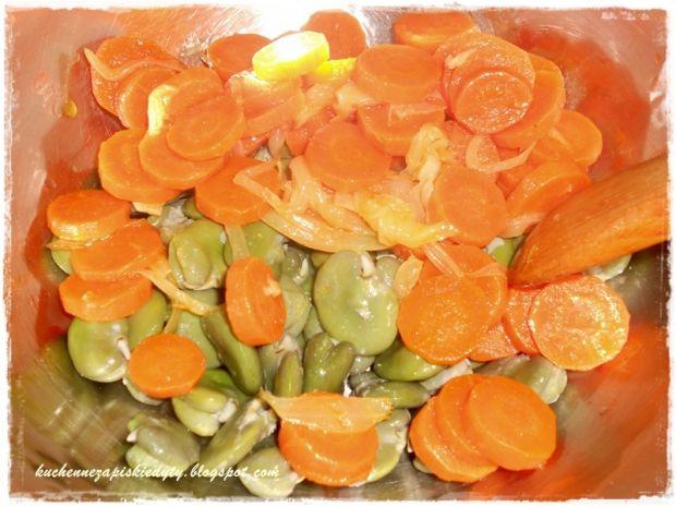Sałatka z bobu i marchewki